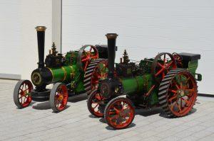 Dampftraktor - Express mit zwei 2-Achs - Wagen mit Sonnendach, nicht Schienengebunden